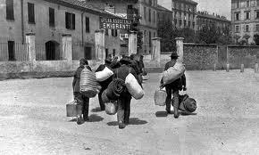 Aumentano gli incentivi di Stato all'emigrazione